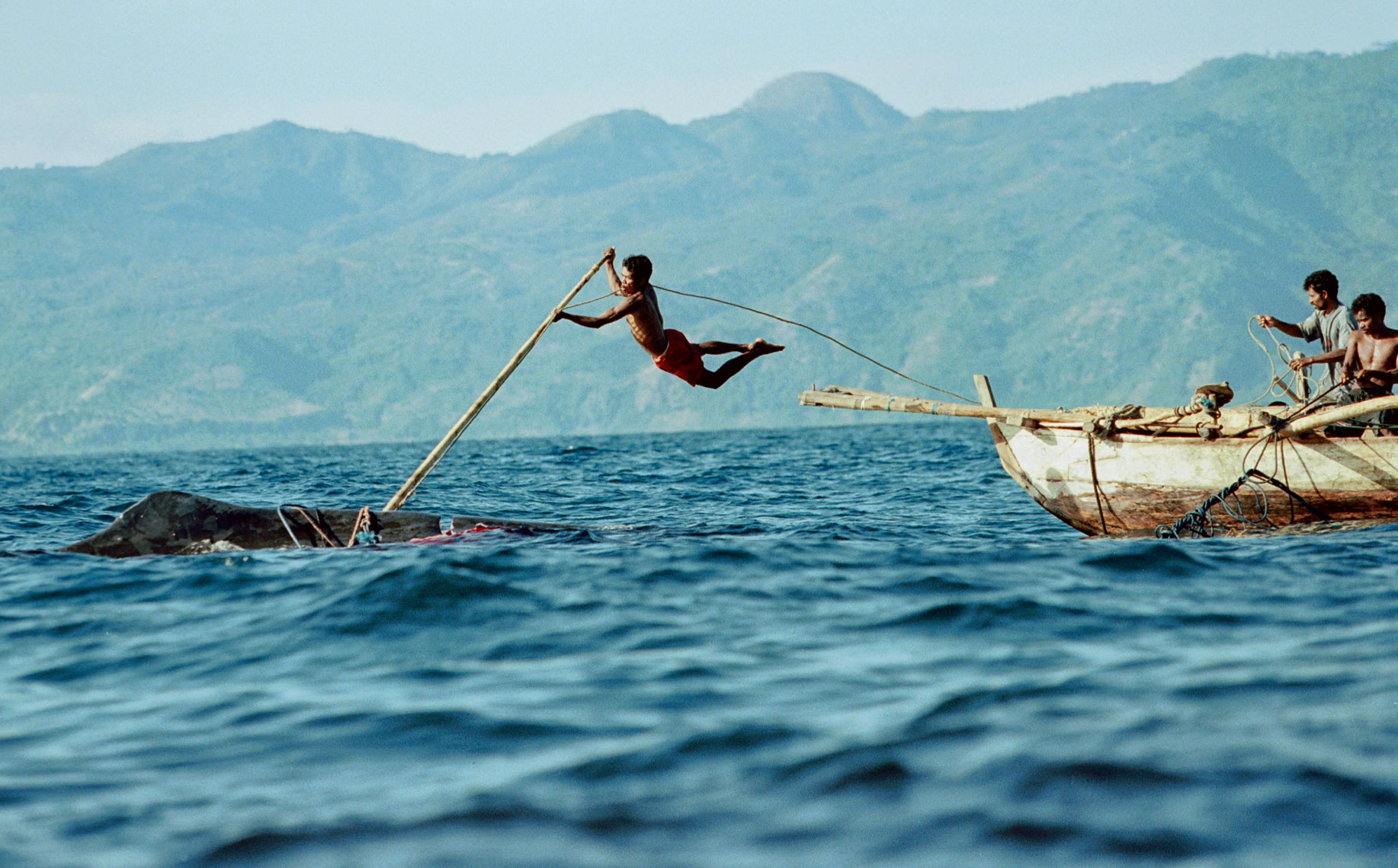 Whale-Hunters--Indonesia005